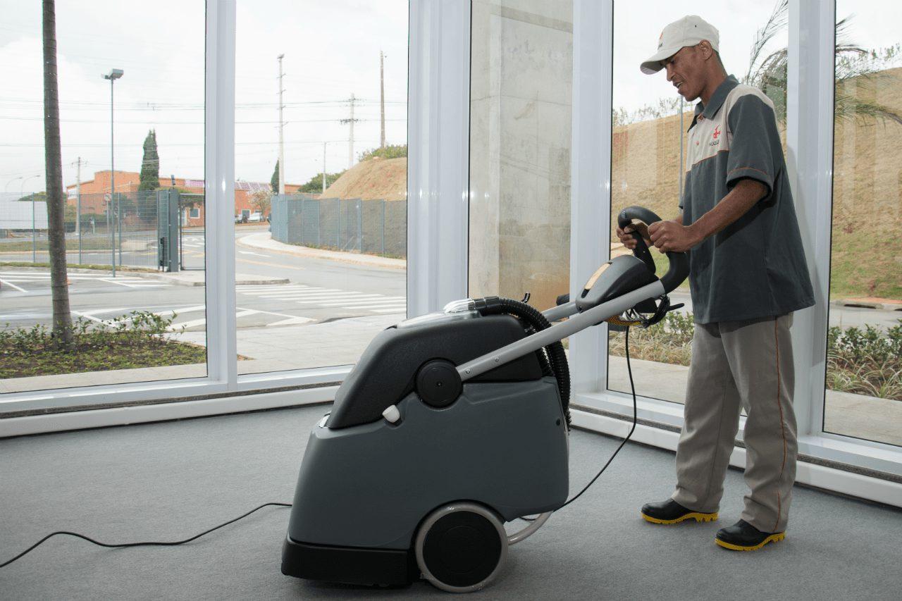 Limpeza e conservação profissional: Eficiência com redução de custos