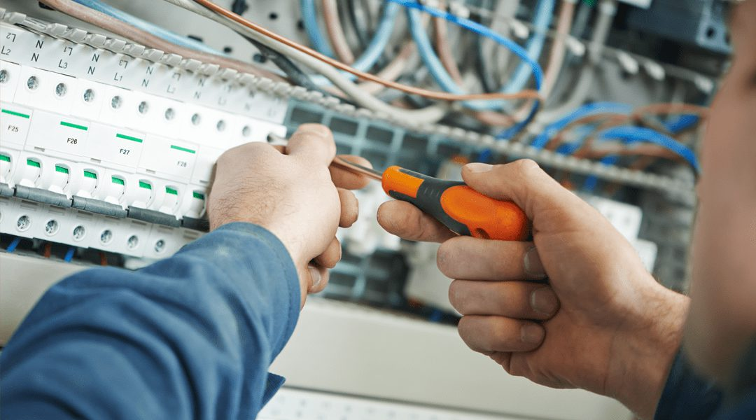 Manutenção elétrica: A importância da prevenção para segurança do condomínio